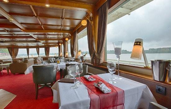 Dinner Cruise Date