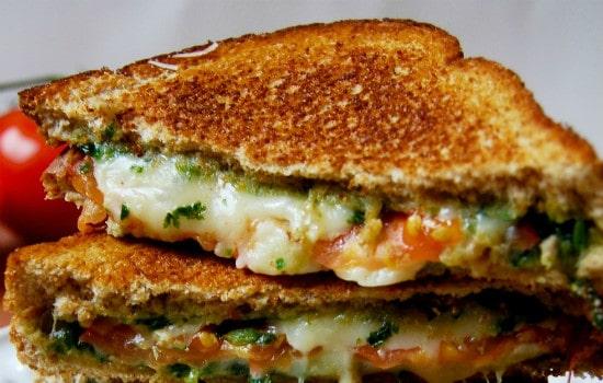 Basil and Mozzarella Grilled Cheese Recipe