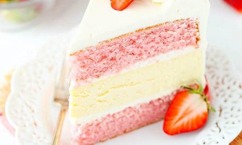 Strawberries and Cream Cheesecake Cake Recipe